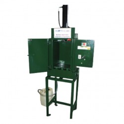 Vertical press with oil filter